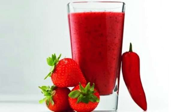 [Recipe] Hot Peppers for a Cool Strawberry Chili Smoothie!