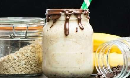 [Recipe] Charlotte's Chocolate, Banana & Almond Breakfast Cheesecake Smoothie