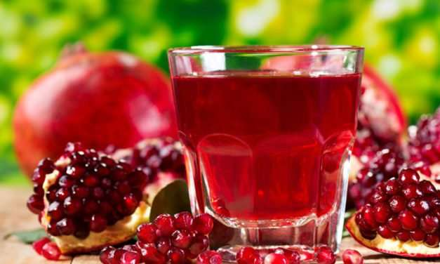 Health-Promoting Pomegranate Smoothie