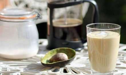 [Recipe] Coffee Avocado Date Smoothie