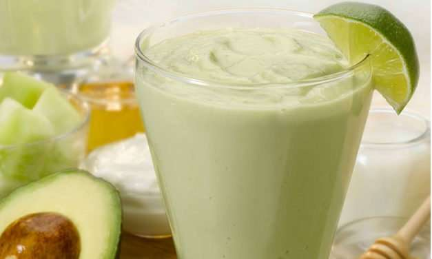 [Recipe] This Creamy Protein-Rich Avocado Melon Smoothie is a Keeper