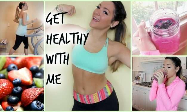 [VIDEO] Fit for Summer – Banana Berry Smoothie Recipe!
