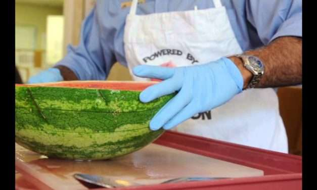 [VIDEO] How to Slice A Watermelon – Easy, Fast & Effective